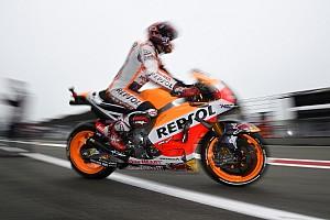 MotoGP Kwalificatieverslag Marquez voor Rossi in crashrijke vierde training