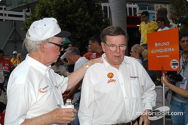 Andrettis, Bourdais, Rahal  y más rinden tributo a Carl Haas