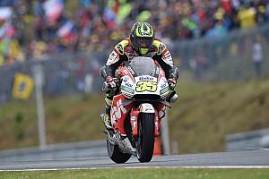 MotoGP Relato da corrida Acertando nos pneus, Crutchlow vence primeira; Rossi é 2º