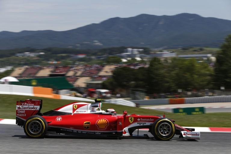 Egy több, mint látványos kép Barcelonából: F1-es szivárvány