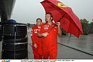 A Ferrari esernyője akkora, hogy mindenki elfér alatta!