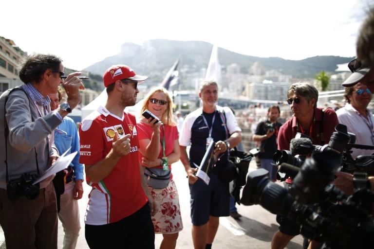 """Vettel új sapival """"hódít"""" a kanadai F1-es paddockban: félig német, félig olasz!"""