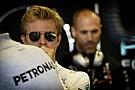 Rosberg 36 perc alatt futotta körbe a pályát Bakuban