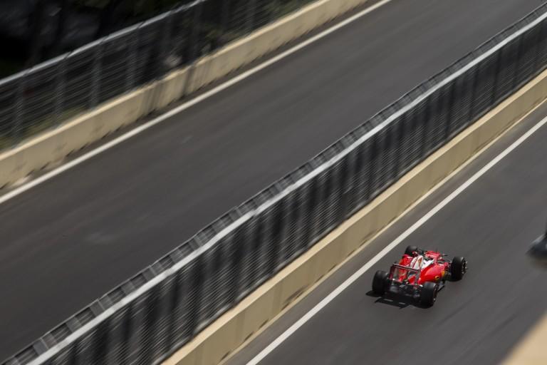 Räikkönen a kib*szott műanyag zacskók miatt bosszankodik Bakuban!