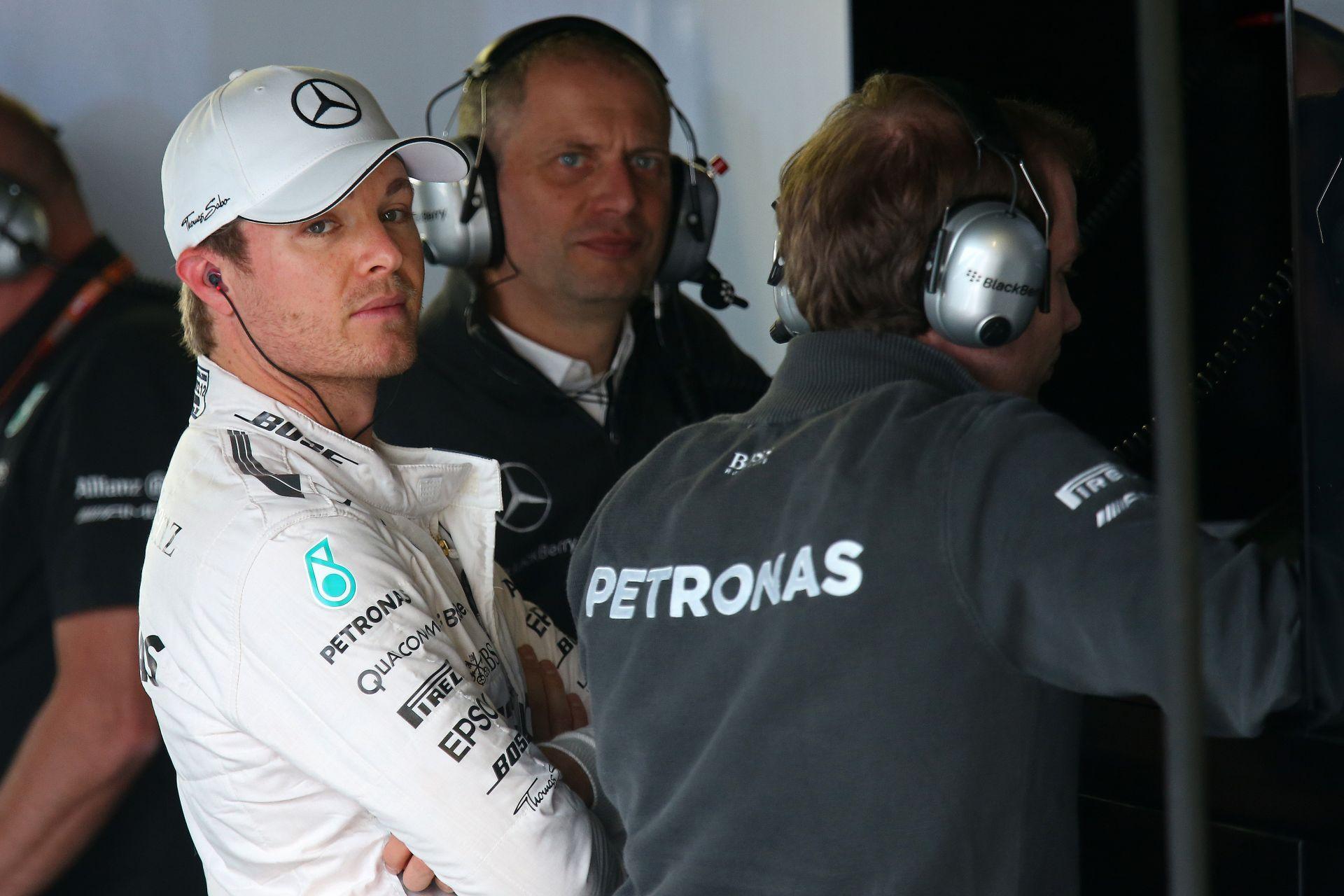 Egy szenzációs kép a Mercedestől: legendás F1-es versenygépek