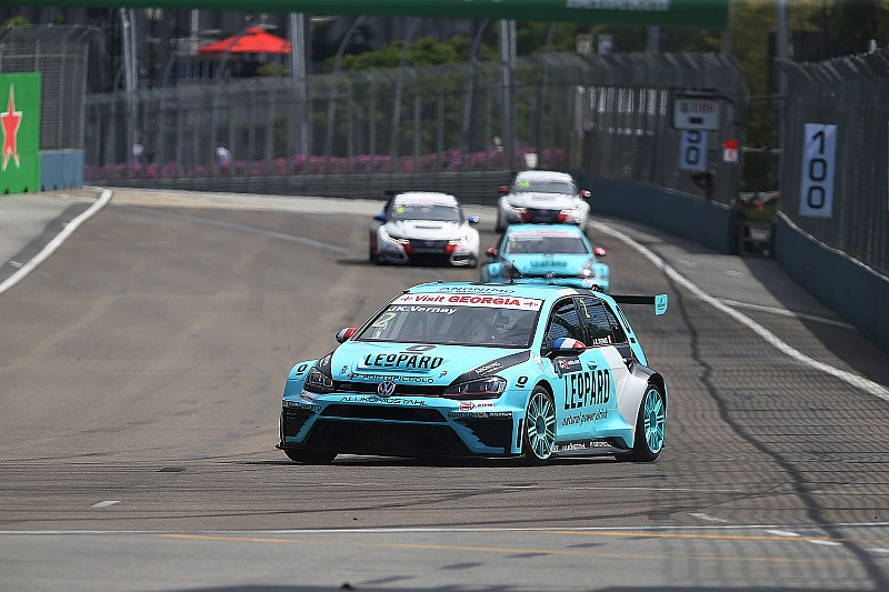 TCR Singapore: Vernay wint, titelstrijd uitermate spannend