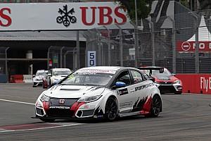 TCR Gara Singapore: la Safety Car protagonista di Gara 2, la spunta Grachev