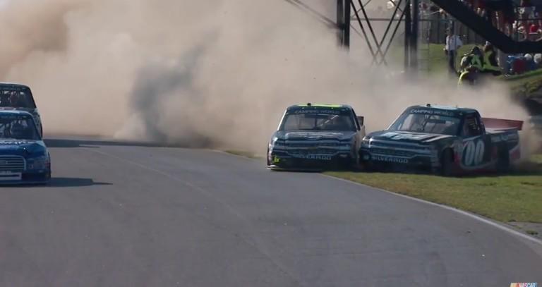 Ilyen befutót is ritkán látsz: tolakodás és pankráció a NASCAR-ban