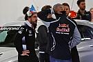 Alonso y Sainz no verían mal que se televisaran las reuniones de pilotos