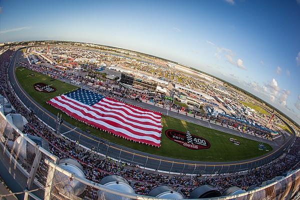 Formule 1 Nieuws Vettel en Raikkonen geven F1-demo op Daytona International Speedway
