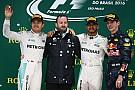 Hamilton houdt hoop op titel levend met zege, Verstappen steelt de show