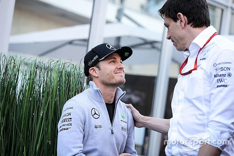 Mercedes-leiding compleet verrast door Rosbergs besluit om te stoppen
