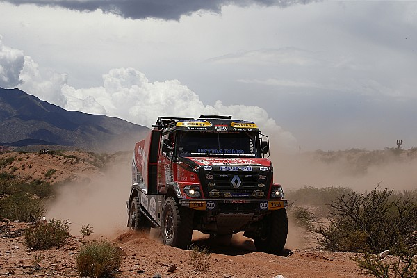 Dakar, Camion, Tappa 8: Sotnikov va in testa, De Rooy insegue
