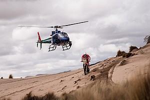 Dakar Noticias de última hora Los pilotos de motos sufrieron durante 16 horas camino de Salta