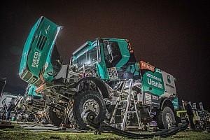 Dakar Commento Dakar, De Rooy paga una foratura, ma resta in gioco