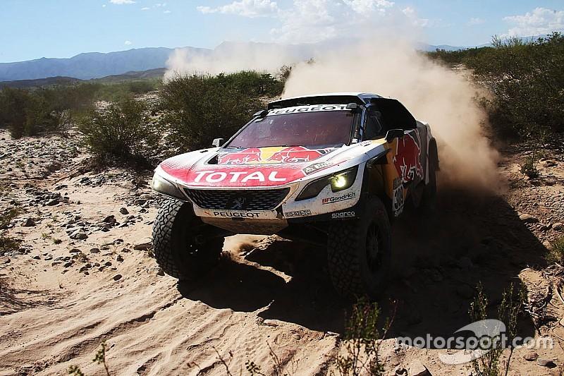 Dakar 2017: Loeb wint, Peterhansel botst met motorrijder
