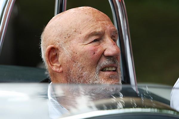 Stirling Moss herstelt in ziekenhuis van ernstige luchtweginfectie
