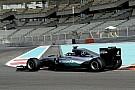 Видео: Mercedes тренирует пит-стопы с новыми шинами