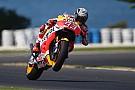 Márquez lidera en Australia, con Rossi muy cerca