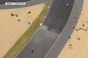 Moto3 Noticias de última hora Multitudinaria caída en Moto3 con más de 15 pilotos implicados