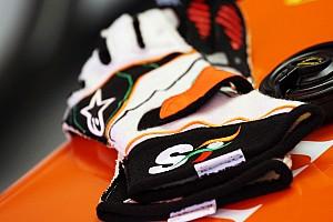 F1 Noticias de última hora A subasta guantes de Sergio Pérez en redes sociales