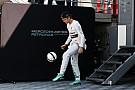 F1 VIDEO: Nico Rosberg acepta el reto en futbol de Cristiano Ronaldo