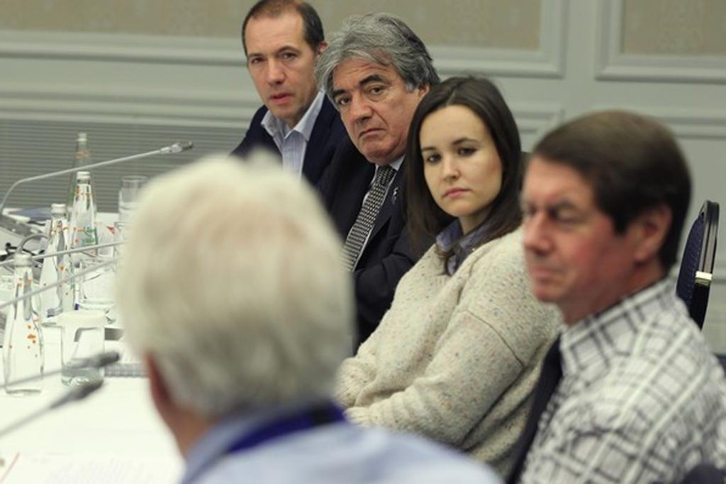 Silvia Bellot em reunião dos comissários