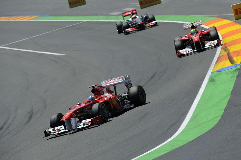Alonso, Massa e Hamilton perseguindo Vettel em Valência