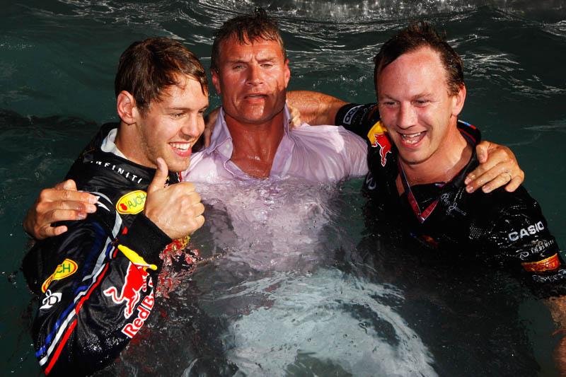 Vettel, Coulthard e Christian Horner na piscina em Mônaco
