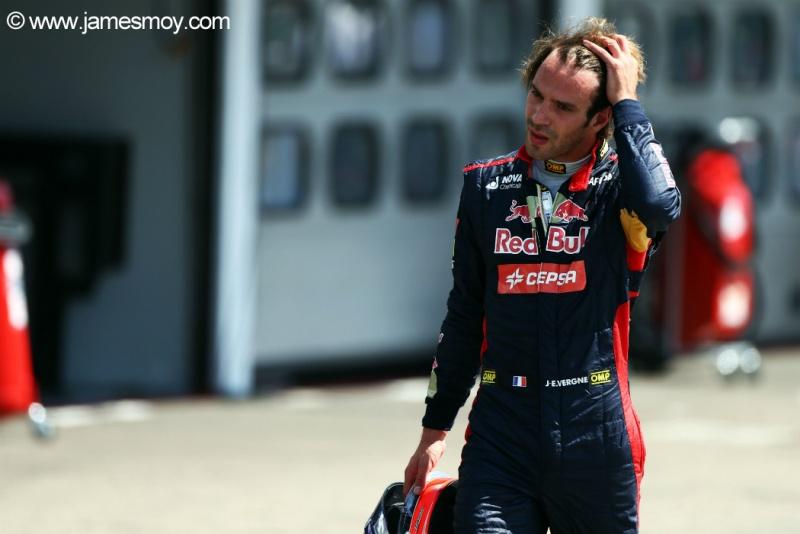 Vergne foi trocado por Max Verstappen, 16 anos, para 2015