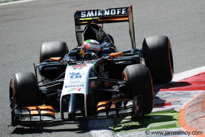 Sergio Perez travou um grande duelo com Jenson Button