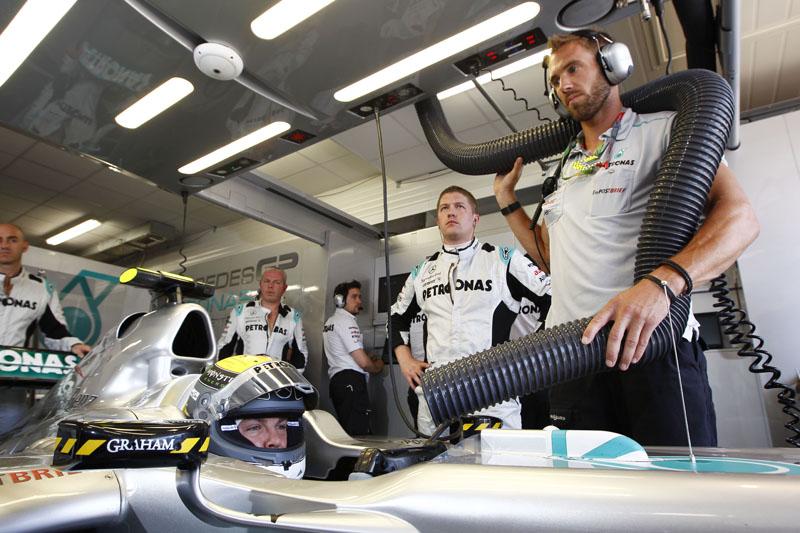 A Mercedes confia em seu sistema de asa traseira móvel