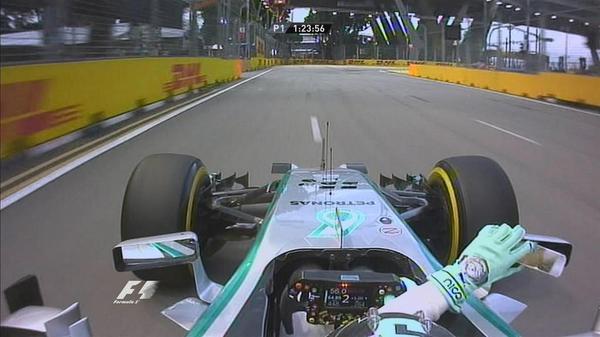 Rosberg ficou sem o espelho retrovisor no início do treino