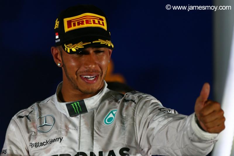 Hamilton venceu pela sétima vez na temporada e assumiu a liderança