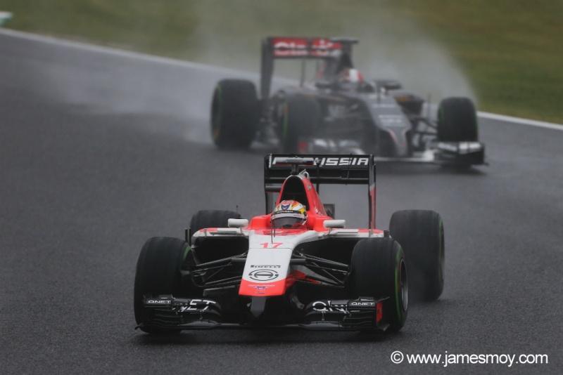 Sutil, logo atrás de Bianchi, instantes antes do acidente do francês