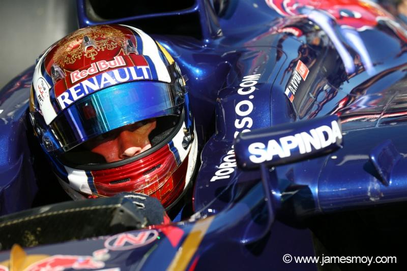 Kvyat defenderá as cores da Red Bull no ano que vem