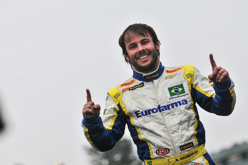 Ricardo Maurício comemora a pole position no RS