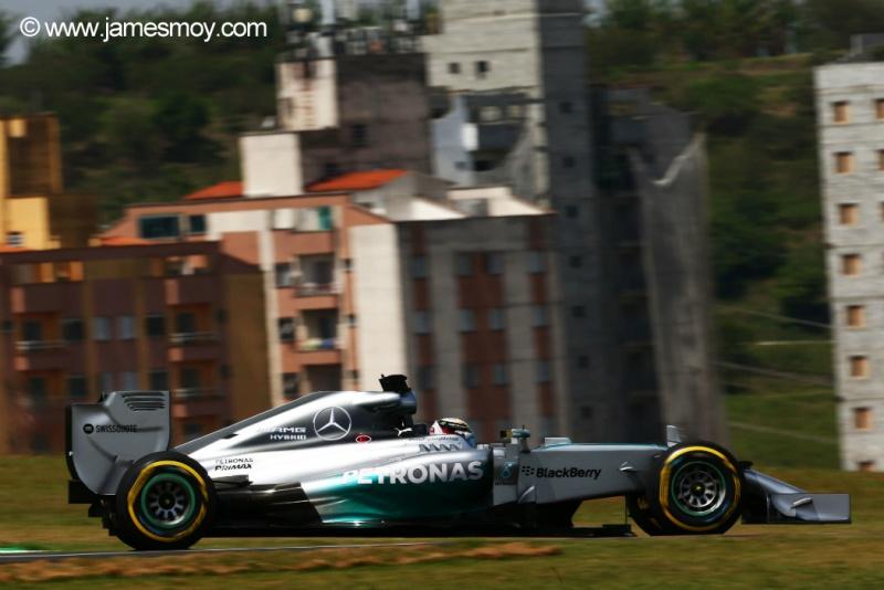 Hamilton foi o segundo nas duas sessões em Interlagos