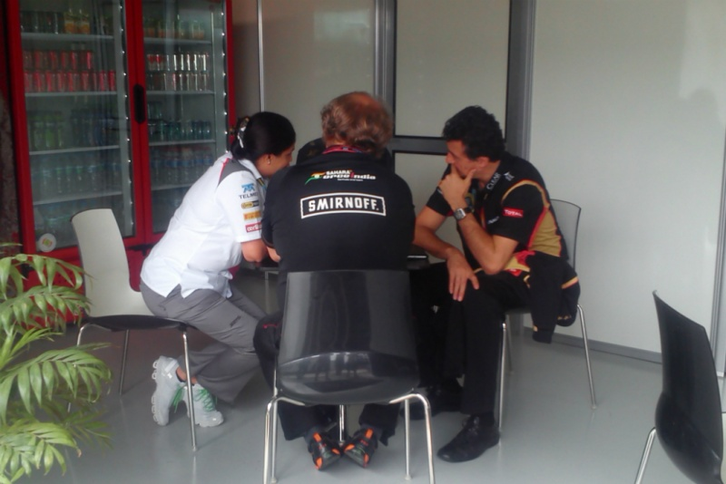 Representantes se encontraram no paddock da Lotus