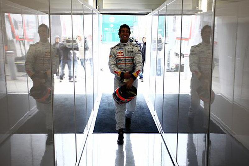Ricciardo não pode dar muitas voltas nos treinos de hoje