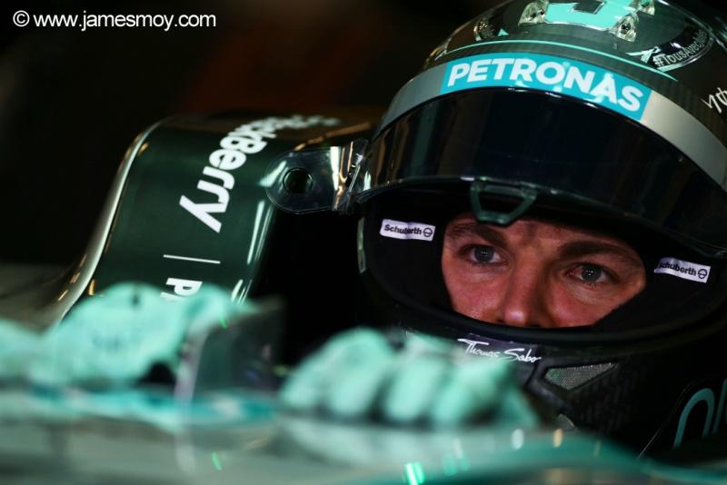 Rosberg terminou o primeiro dia em Abu Dhabi com a segunda posição