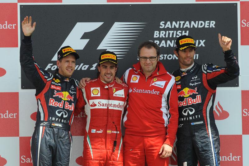 Alonso e Domenicali no pódio em Silverstone