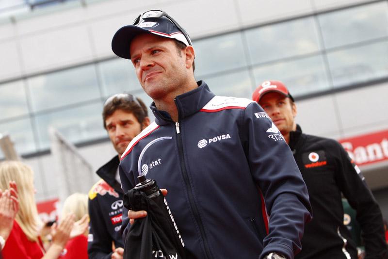 Barrichello continua trabalhando mesmo quando está em casa