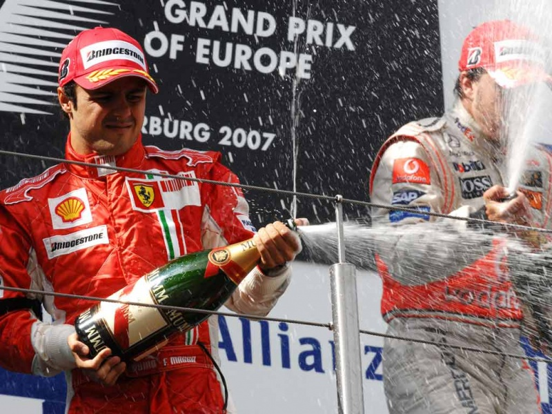 Massa e Alonso no pódio do GP de 2007: as aparencias dizem tudo