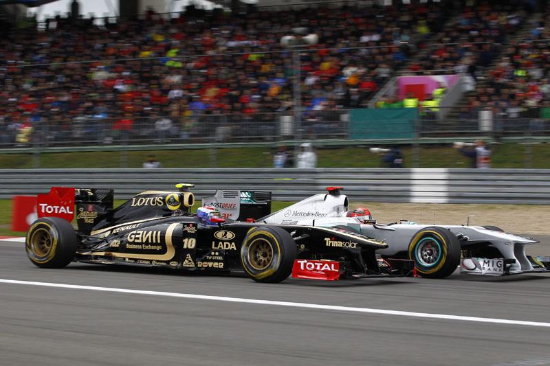 Petrov roda a roda com Schumacher na Alemanha