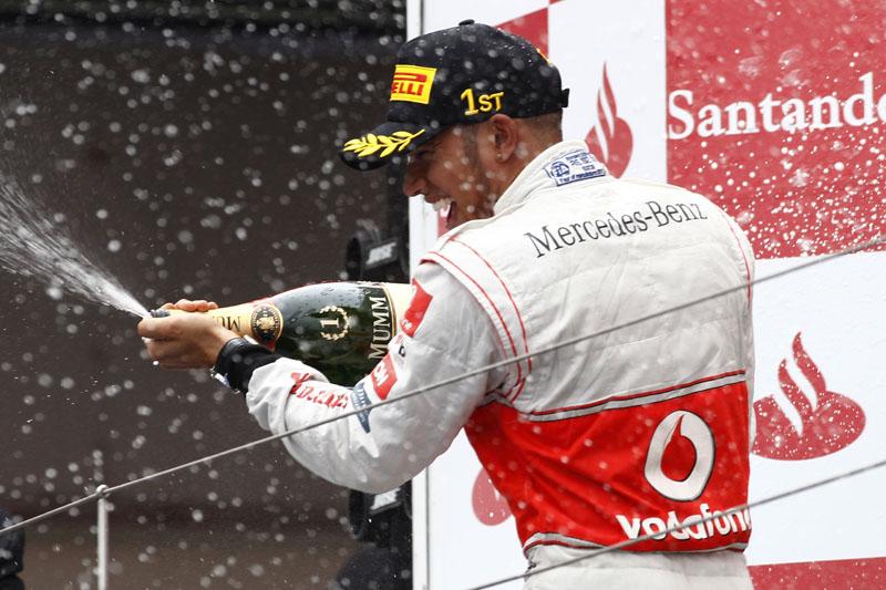 Hamilton comemora seu triunfo em Nürburgring
