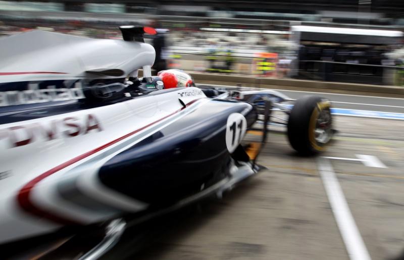 Barrichello deixa boxes da Williams