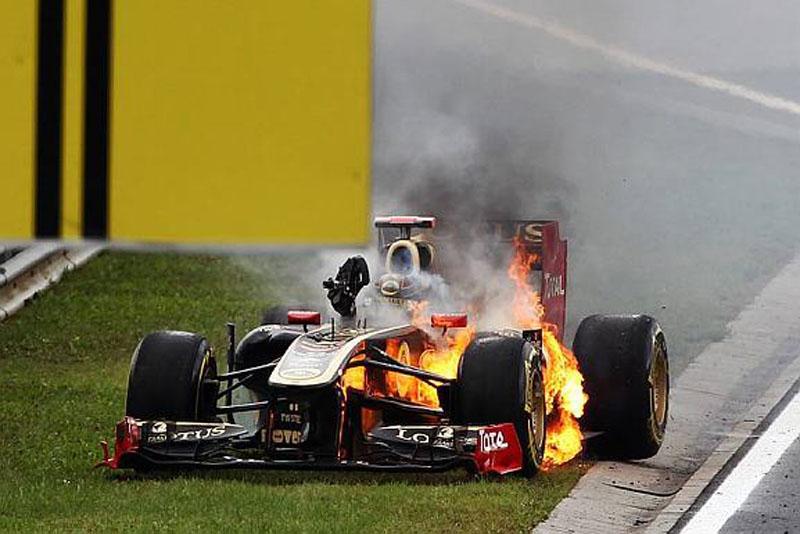 Heidfeld sai do carro em chamas na Hungria