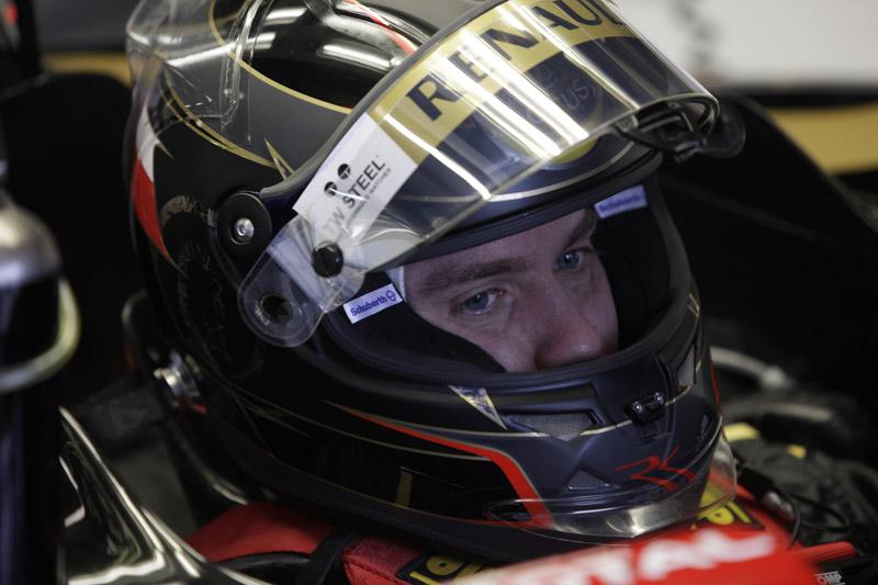 Nick Heidfeld teve uma estreia para esquecer na Renault; larga em 18º lugar amanhã