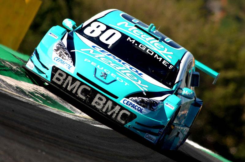 Marcos Gomes na chicane de Interlagos (Foto: Miguel Costa Jr.)